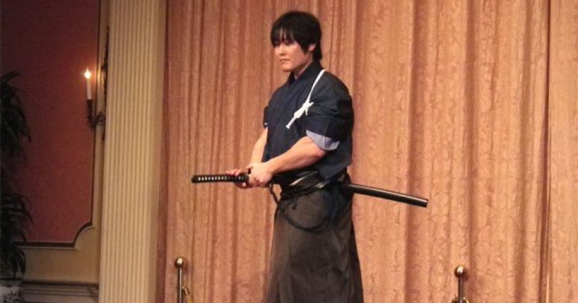 http://www.visiontimes.com/2015/03/11/this-has-to-be-seen-to-be-believed-a-modern-day-samurais-amazing-skills.html