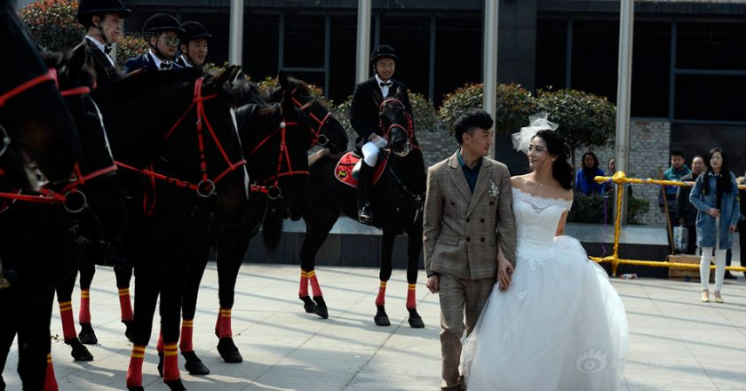 http://www.visiontimes.com/2015/03/10/they-fell-in-love-on-horseback-how-romantic-is-their-wedding-convoy-photos.html