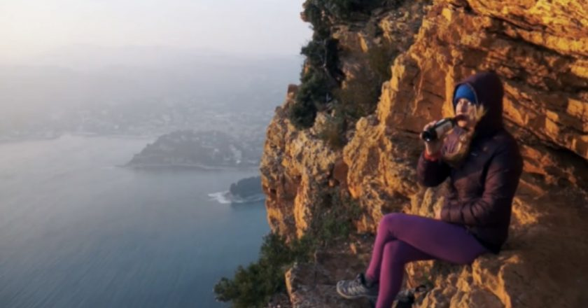 http://www.visiontimes.com/2015/03/11/two-girls-climb-the-stunning-calanques-cliffs-in-france-and-the-view-is-drop-dead.html