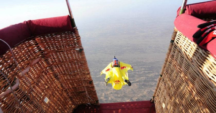 http://www.visiontimes.com/2015/04/27/chinese-guy-breaks-world-record-for-wingsuit-flying-without-oxygen.html